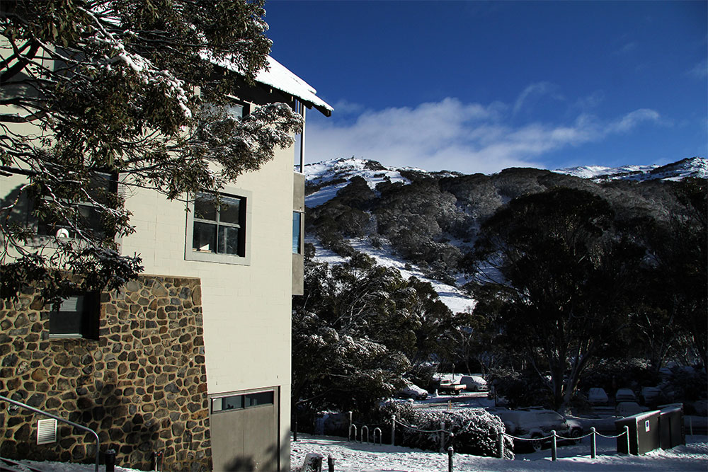 Boali lodge is just 2 minutes' walk from the Kosciuszko chairlift in the heart of Thredbo Village
